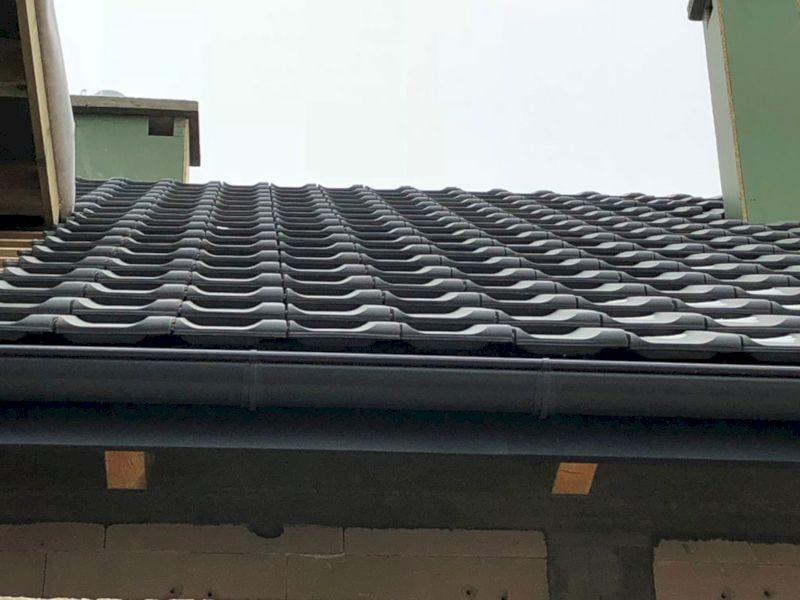 dach z dachówkami
